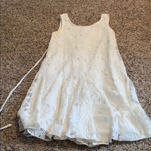 Dresses & Skirts - White Lacey dress